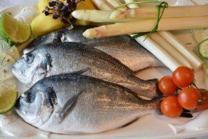 fish, sea bream, asparagus-2230852.jpg